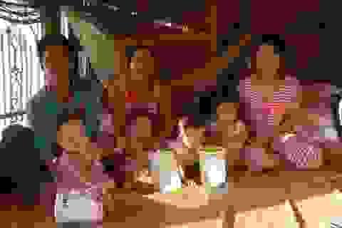 """Thăm lại gia đình """"Việt, Nam, Hạnh, Phúc"""""""