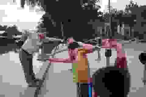 Cảm phục thầy giáo 16 năm dạy bơi miễn phí cho học sinh nghèo