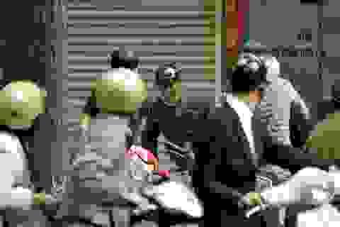 Hà Nội: Một phóng viên bắt cướp, suýt bị đánh nhầm