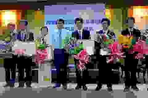 Xúc động lễ khen thưởng học sinh đạt giải Olympic Vật Lý châu Á lúc 3h sáng