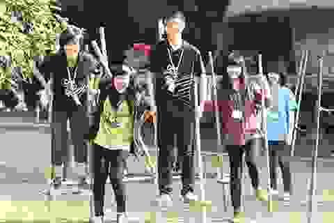 Giới trẻ thành phố vui Tết sớm với trò chơi dân gian