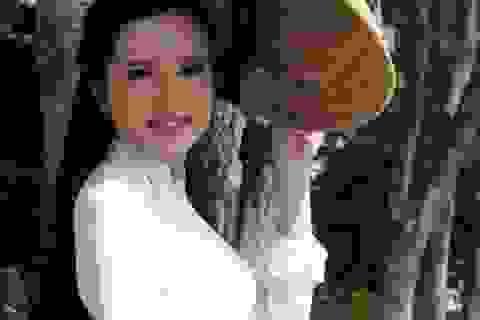 Hoa khôi sinh viên Cần Thơ thướt tha trên bến Ninh Kiều