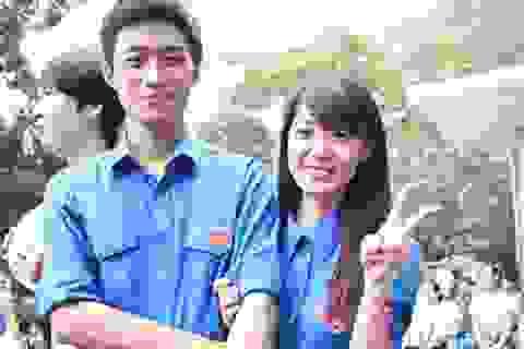 Áo xanh tình nguyện khuấy động ngày hội Niềm tin và ánh sáng