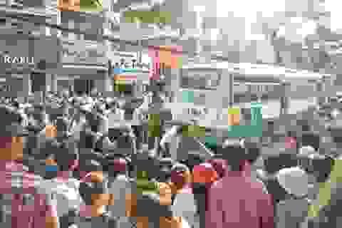 Một sinh viên bị xe buýt cán chết