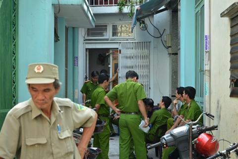 Hàng chục sinh viên hoảng loạn kêu cứu trong ngôi nhà cháy