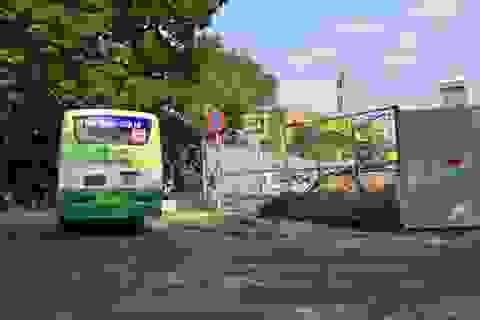 Thay rào chắn công trình nơi người đi bộ bị xe buýt ép chết