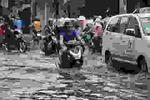 TPHCM: Đường phố ngập nặng trong ngày lễ 30/4