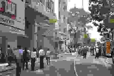 Cháy nhà giữa trung tâm thành phố, hàng trăm người hoảng loạn