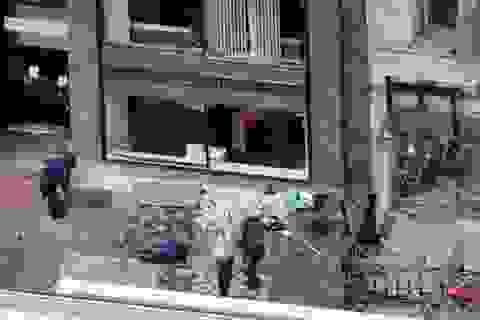 Cảnh sát Mỹ truy lùng nghi phạm vụ đánh bom ở Boston