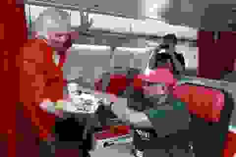 Thua độ, tỷ phú Anh giả gái, làm tiếp viên hàng không