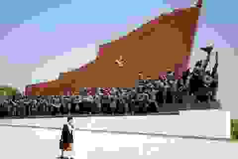 """Xây tượng đài - ngành xuất khẩu """"hốt bạc"""" của Triều Tiên"""