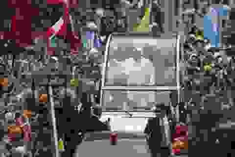 """""""Biển người"""" chào đón Giáo hoàng tới thăm Brazil"""