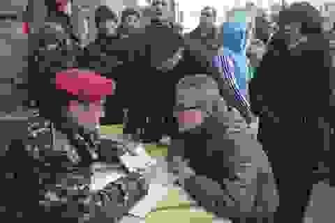 Ukraine động viên 40.000 binh sỹ ứng phó tình hình Crimea