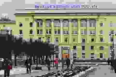 """Các ngân hàng lớn thế giới bắt đầu """"khép cửa"""" với Nga"""
