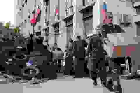 Lực lượng ly khai tấn công căn cứ quân đội Ukraine, 80 binh sỹ đầu hàng