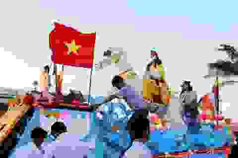 Diễu hành xe hoa mừng Đại lễ Phật đản