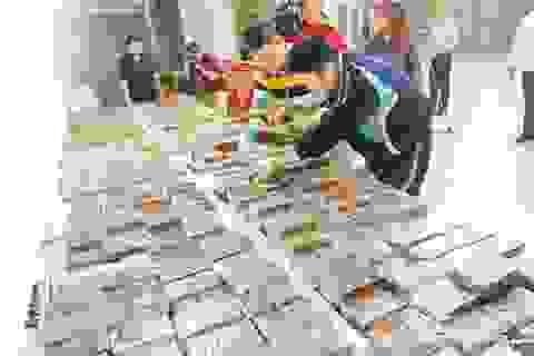 """Chỉ kiểm điểm, đình chỉ nhân viên soi chiếu để """"lọt"""" 600 bánh heroin"""