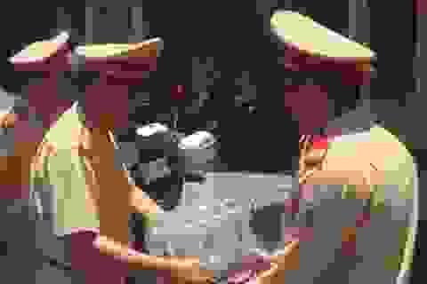 """Trưởng phòng CSGT Hà Nội """"vi hành"""" bằng… xe ôm"""