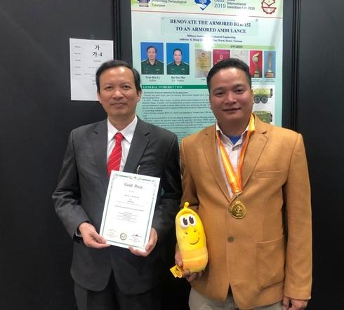 Giải nhất NTĐV nhận HCV ở Hội chợ phát minh sáng chế lớn nhất thế giới