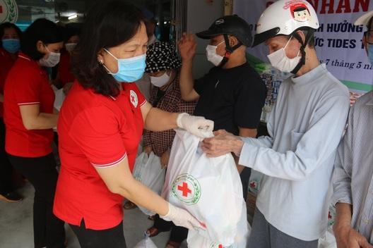 Hải Phòng: Tặng người dân bị ảnh hưởng do dịch bệnh 150 suất quà