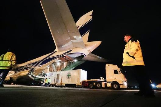 """Máy bay chở hàng lớn nhất thế giới mang ôxy """"giải cứu"""" Ấn Độ"""