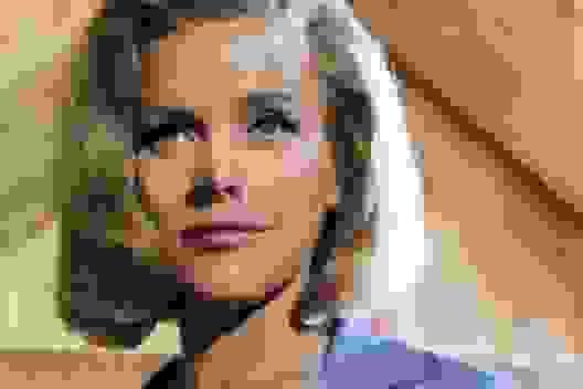 """Nữ diễn viên """"James Bond"""" qua đời ở tuổi 94"""