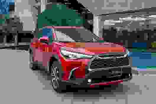 Toyota Corolla Cross giá từ 720 triệu, đấu Hyundai Tucson, Mazda CX-5