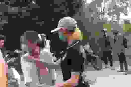 Nữ sinh bị chặn đánh trên đường đi học về do mâu thuẫn từ facebook
