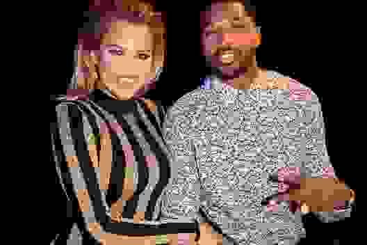 Khloe Kardashian tái xuất bên bạn trai trẻ bội bạc