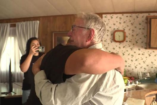 """Ông cụ 89 tuổi giao pizza bất ngờ được """"người hâm mộ"""" thưởng hơn 12.000 USD"""