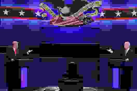 """Tranh luận Tổng thống Mỹ: Ông Trump nói tranh cử """"bởi vì Biden"""""""