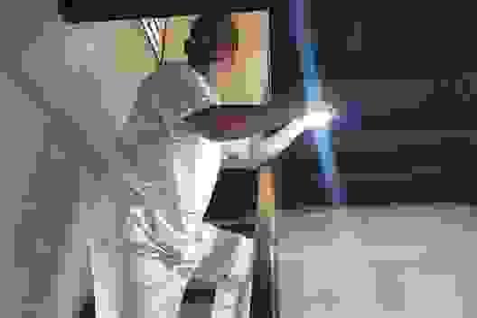 Hàng trăm hộ dân vui mừng đón ánh điện lần đầu tiên về với bản làng