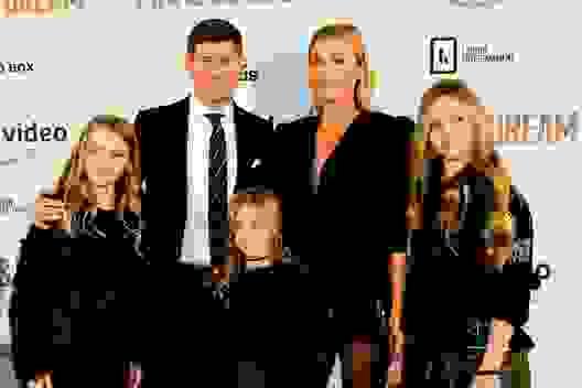 Steven Gerrard được bà xã khuyên từ bỏ bóng đá