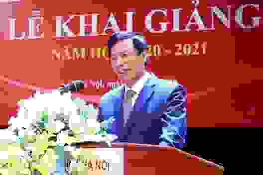 Bộ trưởng Nguyễn Ngọc Thiện đánh trống khai giảng tại ĐH Văn hoá Hà Nội