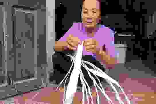 """Phú Thọ: Cả làng này trăm năm chung thuỷ với nghề """"làm duyên"""" cho thiên hạ"""