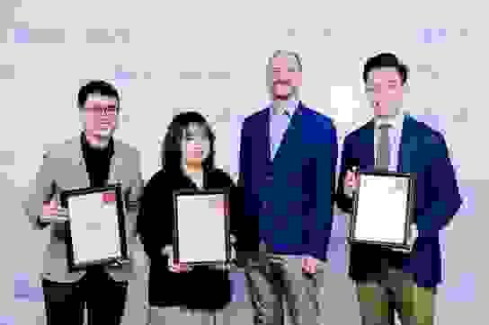 Ba bạn trẻ Việt xuất sắc nhận học bổng IELTS Prize 2019-2020