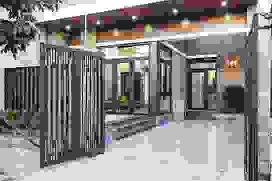 Vợ chồng làm nhà 850 triệu đồng đẹp như resort với giếng trời, bể cá Koi