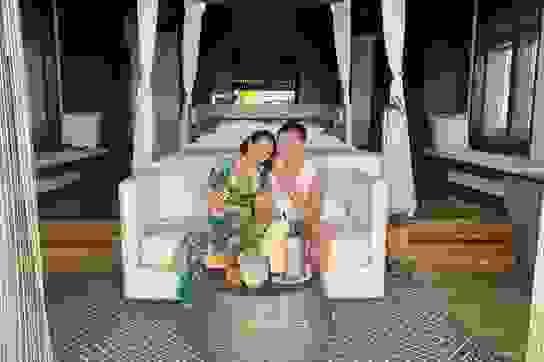 Vợ chồng Ốc Thanh Vân tình tứ trong kỳ nghỉ tại Phú Quốc