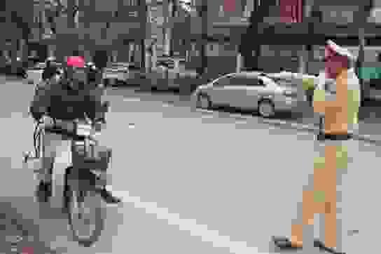 Cảnh sát giao thông đi một mình có được xử phạt người vi phạm?