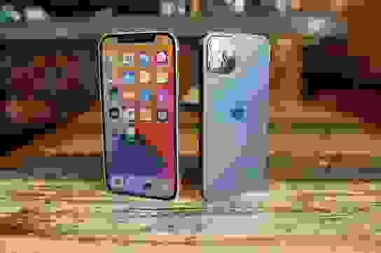 """Bất chấp mức giá """"trên trời"""", iPhone 12 Pro Max vẫn được săn đón nhất ở VN"""