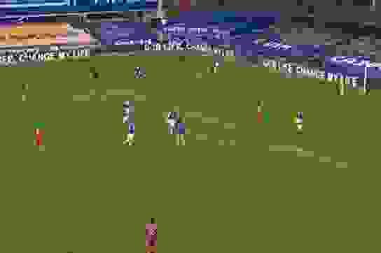 OCB Life xuất hiện trong trận đấu West Ham United và Manchester City