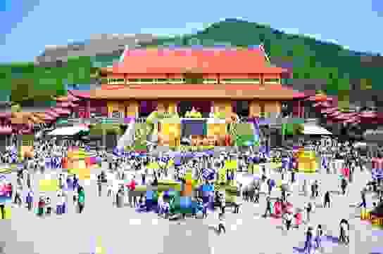 Quảng Ninh: Lễ hội hoa cúc chùa Ba Vàng 2020- Vì miền Trung thân yêu