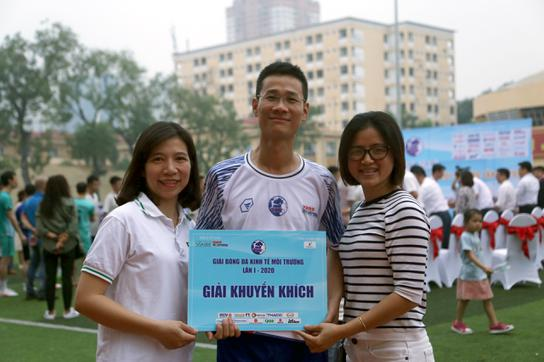 Đội bóng đá báo Dân trí giành giải Khuyến khích cúp Kinh tế Môi trường 2020