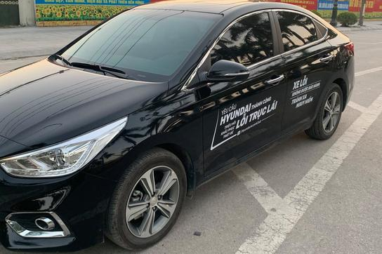Hyundai Accent, i10bị tố lỗi trục lái, khách dán chữ phản đối kín xe