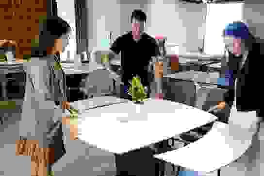 Sưởi ấm gia đình Việt với bàn ăn thông minh Luxfuni