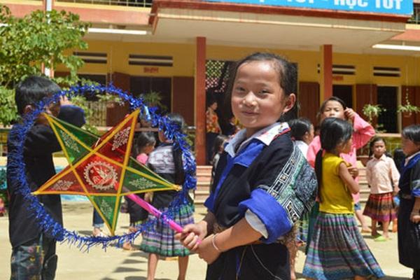 Du lịch từ thiện và món quà Trung thu ý nghĩa tới học sinh vùng cao