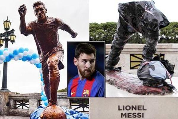 Tượng Messi bị phá đổ đến mức chỉ còn đôi chân