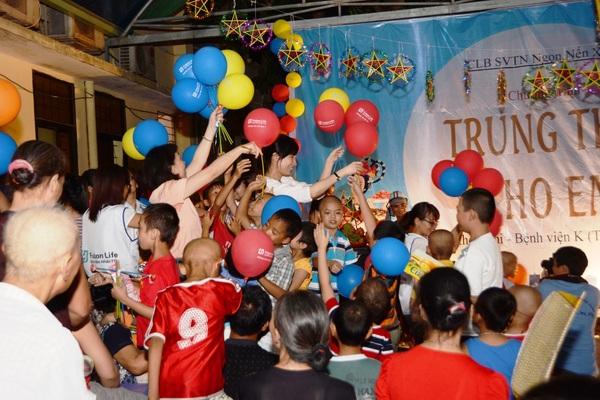 Fubon life Việt Nam tặng quà Tết Trung thu: Hát vang những ước mơ