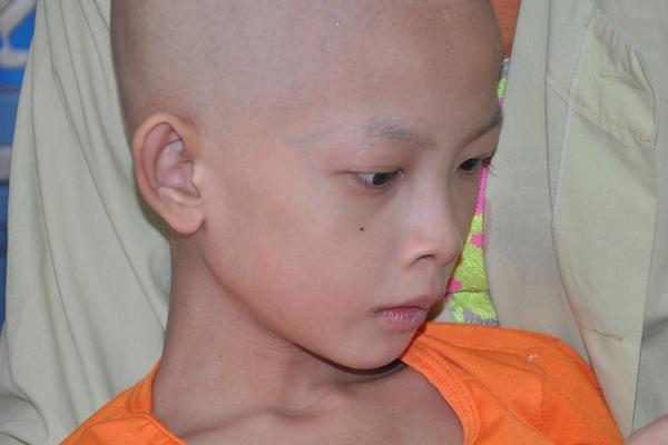 Xót thương bé gái 9 tuổi vừa mổ tim lại bị ung thư xương