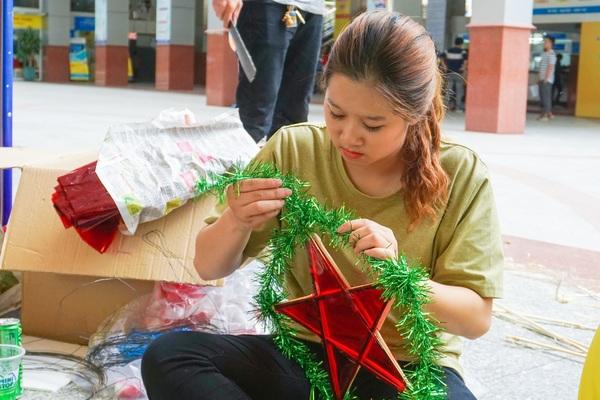 Hàng trăm sinh viên Sài Gòn mang trung thu ấm áp đến trẻ em vùng xa